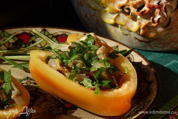 Украсить петрушкой, сбрызнуть горчичным маслом Biolio, его аромат и пикантность очень подойдут к этому блюду.