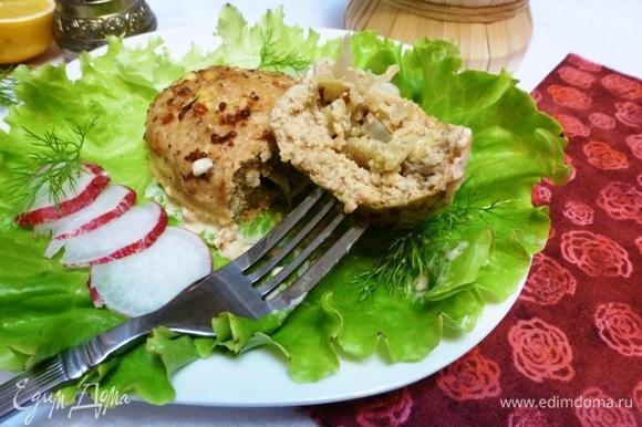 Зразы подаем с рисом или картофелем, со свежими овощами. А еще к блюдам из рыбы хорошо подать домашние соленья.