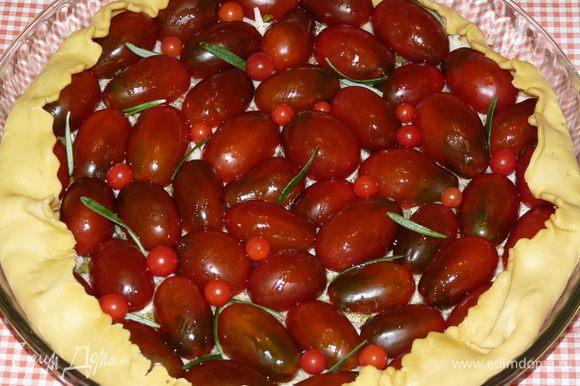 Смазать растительным маслом (у меня были помидоры мини-черри, я их тоже добавила для красоты).