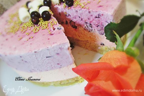 Украсить торт на свой вкус.