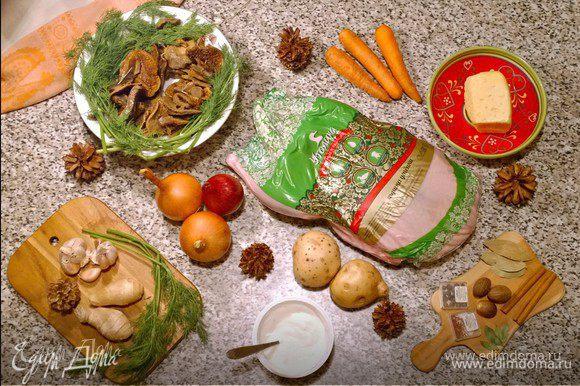 Сама утиная грудка — один из самых популярных деликатесов. Чтобы по максимуму подчеркнуть ее изысканный вкус, я решила запечь ее с грибами (в идеале тут подошли бы свежие белые грибы) и молодым картофелем под нежным соусом бешамель!