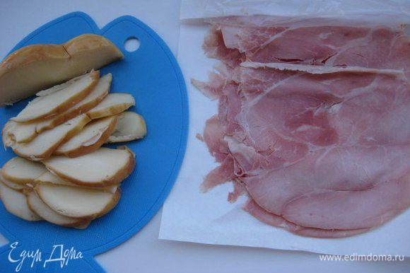 Ветчина (прошутто) нужна тонкой нарезкой, сыр нарезать небольшими кусочками.