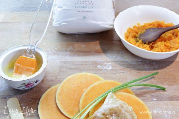 Обжаривать на сухой сковороде до подрумянивания, смазать сливочным маслом. Приятного аппетита!
