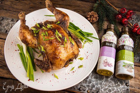 Праздничная запеченная курица готова!