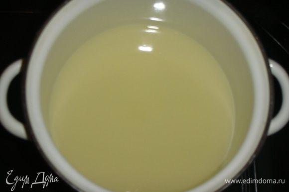 Имбирный напиток процедить и растворить в нем мед.
