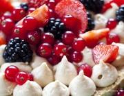 Легкий пирог с маскарпоне и ягодами