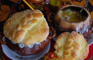 Рецепт Жаркое в глиняных горшочках с сырной лепёшкой