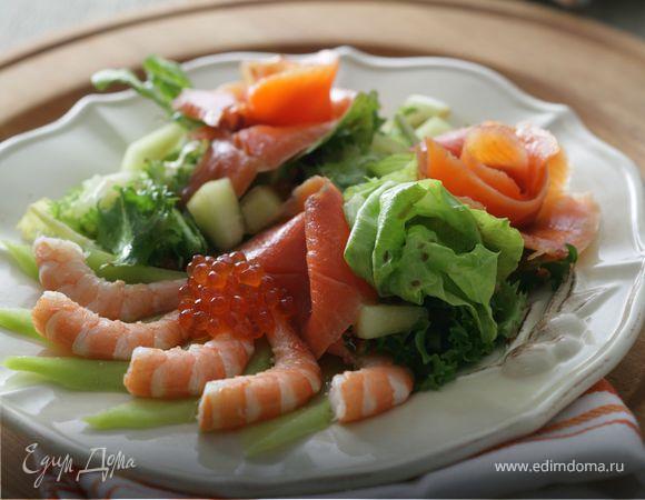 Салат с креветками, дыней и красной икрой