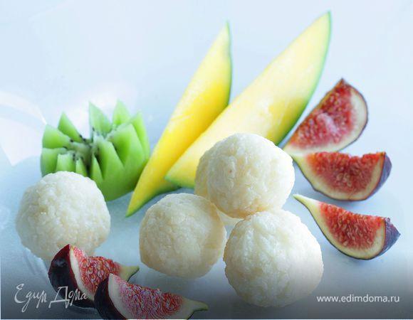 Рисовые шарики с фруктами
