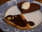 Шоколадные блины с шоколадным соусом
