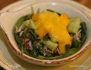 Салат с крабами и манго