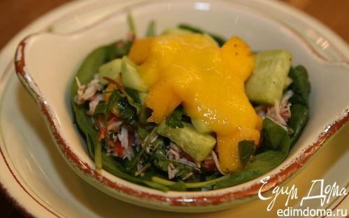 Рецепт Салат с крабами и манго