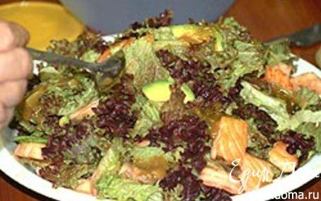 Рецепт Салат из авокадо с семгой и креветками