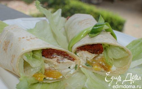 Рецепт Тортилья-роллы с курицей, творогом и вялеными помидорами