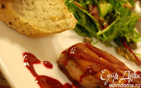 Рецепт Фуа-гра под ягодным соусом с зеленым салатом