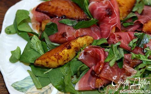 Рецепт Салат из шпината с грушей и пармской ветчиной