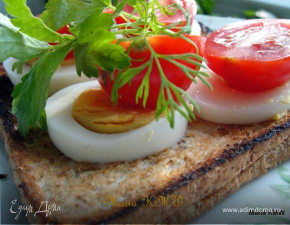 Хлебцы с томатом и яйцом