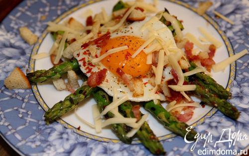 Рецепт Жареные яйца со спаржей и панчеттой