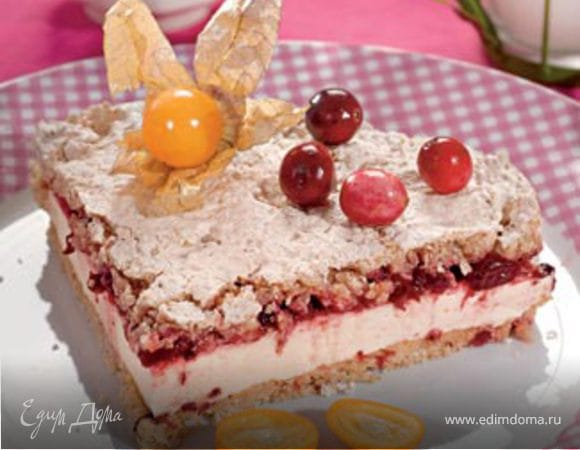 Торт - безе с ежевикой и вишней