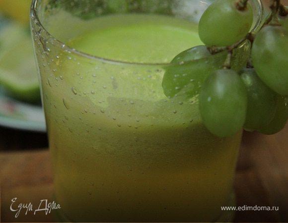 Зеленый фруктовый коктейль