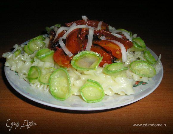 Вермишель с кабачком и томатным соусом