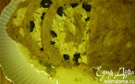 Рецепт Мясной рулет с маслинами, черносливом и омлетом.