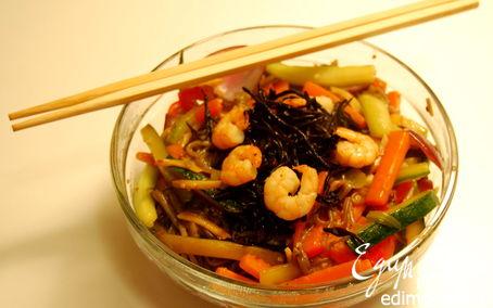 Рецепт Якисоба с овощами и креветками