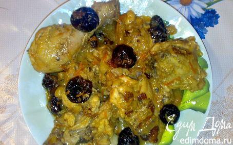 Рецепт Тушеный цыпленок с черносливом в сметанном соусе