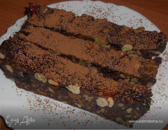 Холодный шоколадный торт с орехами и черносливом
