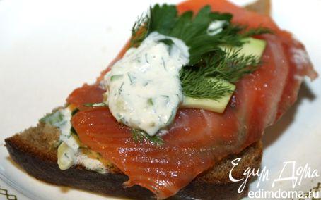 Рецепт Бутерброд с красной рыбой и авокадо