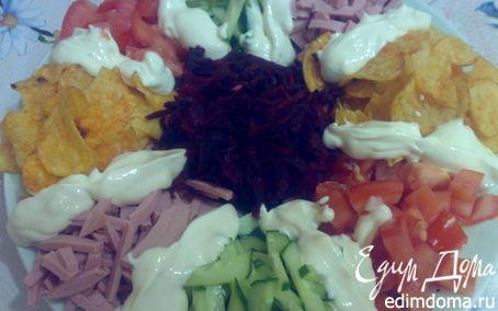 Рецепт Салат с овощами, ветчиной и чипсами