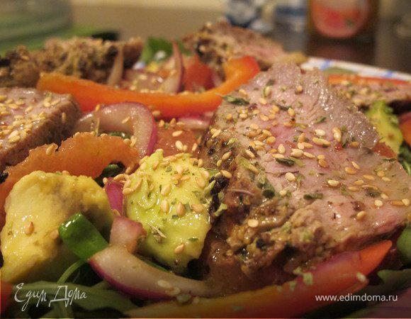 Салат из руколы, говядины и красных апельсин