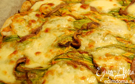 Рецепт Пицца с цветками тыквы, анчоусами и моцареллой