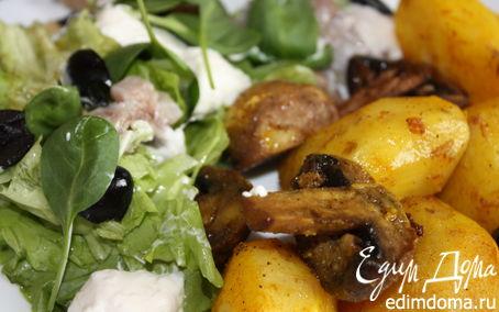 Рецепт Картофель, запеченный с грибами и салат из слабосоленой сельди