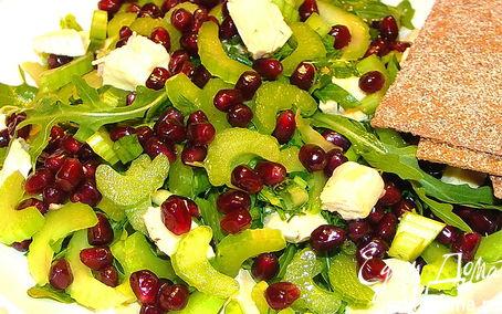 Рецепт Зелёный салат с гранатом и сыром бри))
