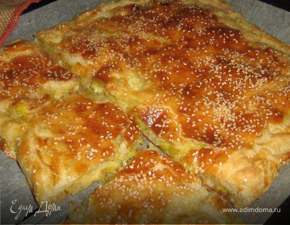 Пирог с луком-пореем и пармезаном.