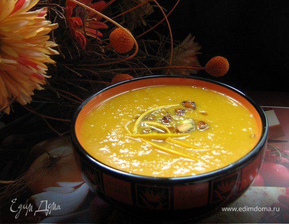 Тыквенный крем-суп с карамелизированными фисташками