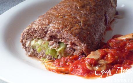 Рецепт Нежный рулет из рубленого мяса с начинкой из лука-порея и сливочного сыра
