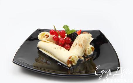 Рецепт Нежный сырный десерт с яблоками и инжиром, заправленными медово-ореховой пастой