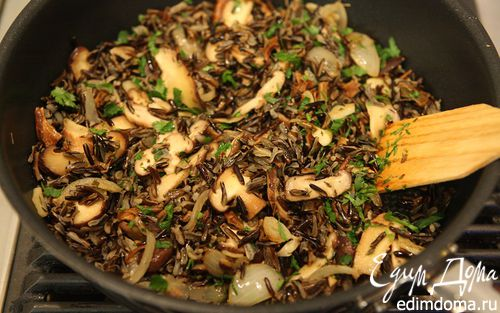 Рецепт Салат из дикого риса с грибами и петрушкой