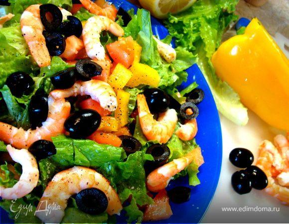 Салат из морепродуктов, зелени и овощей