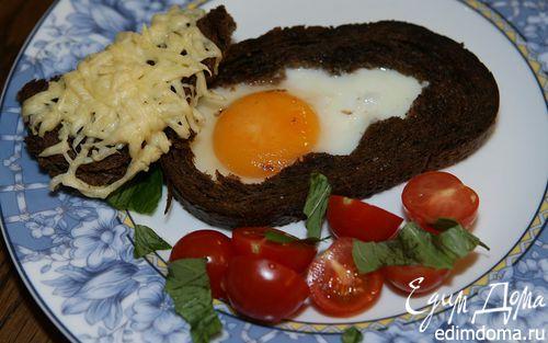 Рецепт Яйца, запеченные в хлебе, с помидорами и базиликом