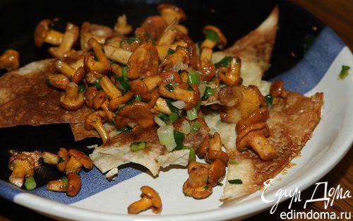 Рецепт Грибы с пармезаном и зеленым луком на чипсах из лаваша