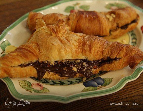Круассаны с шоколадным сыром и миндалем