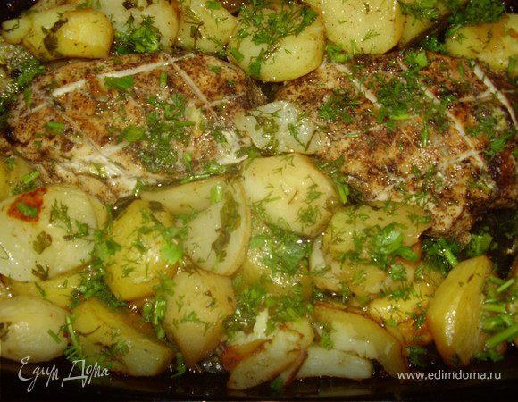 Картошка с куриной грудкой ,зеленью и пряными травами.