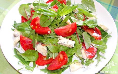 Рецепт Салат с руколой,базиликом,помидорами и голубым сыром.