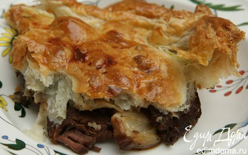Рецепт Мясной пирог с грибами под слоеным тестом