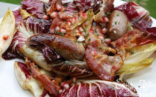 Рецепт Салат с домашними колбасками, гранатом и орехами