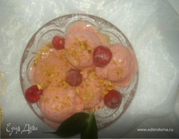 Сливочно-клубничное мороженое