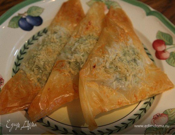 Пирожки со шпинатом, курицей и кедровыми орешками